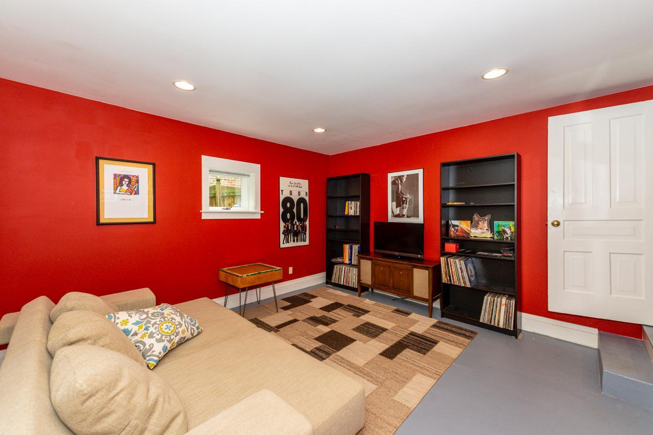 1404  Armstrong Ave-23
